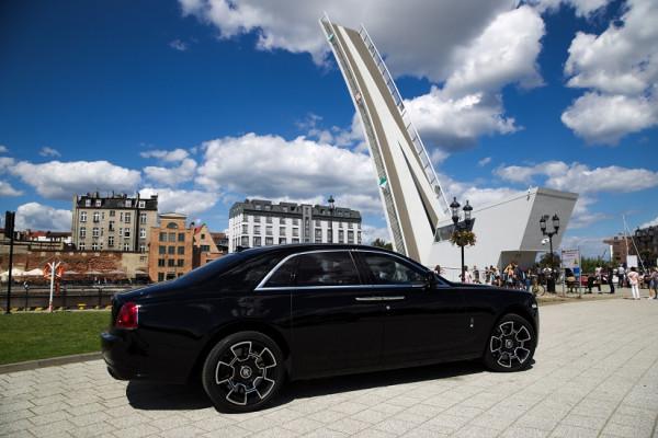 Rolls-Royce Ghost mierzy blisko 5,5 metra długości.