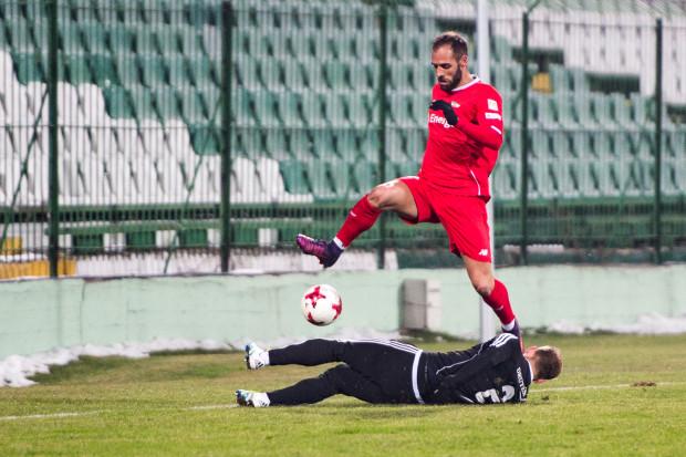 W tegorocznym sparingu w Gdańsku Lechia pokonała Bytovię 2:0. Czy udowodni wyższość nad I-ligowcem także w Bytowie w meczu Pucharu Polski? Na zdjęciu Flavio Paixao w potyczce tych drużyn w lutym.