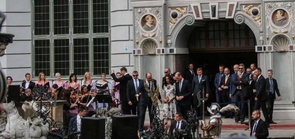 - Zawsze fascynowała mnie angielska rodzina królewska. Gdy dostałem propozycję poprowadzenia koncertu dla pary książęcej bardzo się ucieszyłem, bo to przecież ogromny zaszczyt, ale i odpowiedzialność - mówi Rafał Kłoczko, który prowadził Cappellę Gedanensis podczas koncertu przed Dworem Artusa, towarzyszącego wizycie brytyjskiej pary książęcej w Gdańsku.