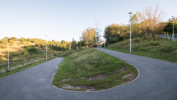 """""""Serpentyna"""" pieszo-rowerowa w kierunku ul. Kampinoskiej."""