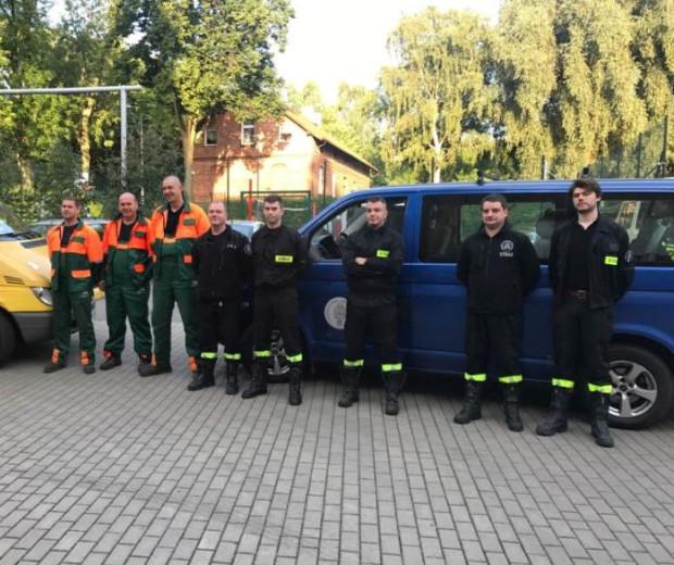 Sopoccy strażacy z OSP i pilarze z Zakładu Komunalnego wyruszyli w środę rano na pomoc do Rytla.