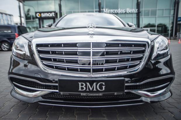Charakterystyczne reflektory i przestylizowany zderzak - to najbardziej widoczne zmiany w wyglądzie zewnętrznym Klasy S Mercedesa-Maybacha.