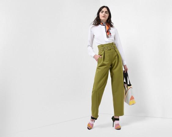 Inspiracje biurowym stylem, kosmicznymi podróżami i luźny westernowy sznyt. Tak wyglądają propozycje projektantów na nadchodzący sezon. Fot. kampania Emilio Pucci.