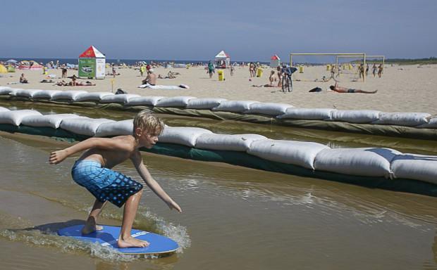 Letnie atrakcje dla dzieci i młodzieży na plaży na Stogach.
