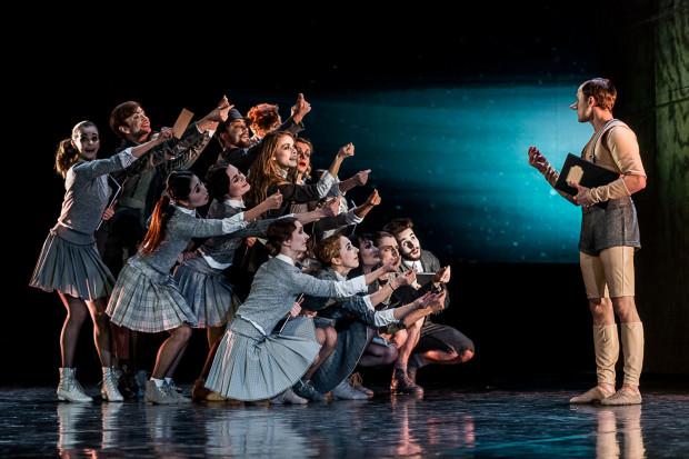 """Zespół Baletu Opery Bałtyckiej zmieni się w stosunku do ubiegłego roku - wymieniono ośmioro tancerzy. Na zdjęciu Balet OB podczas """"Pinokia""""."""