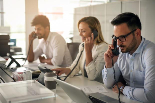Nie każdemu służy praca w otwartej przestrzeni biurowej. Niektórzy pracownicy wykonują swoje obowiązki dużo mniej efektywnie niż robiliby to w samotności.