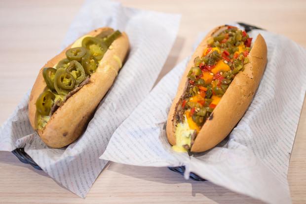 Kanapki z siekaną wołowiną i serowym sosem od Pana Balerona mogą być uzależniające.