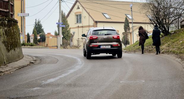 Dzięki chodnikowi piesi będą mogli swobodnie przemieszczać się ul. Arciszewskich.