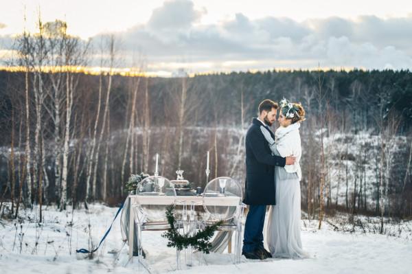 Ślub w zimowej scenerii może wyglądać bajecznie. Niestety, w naszym klimacie trudno liczyć na śnieg.