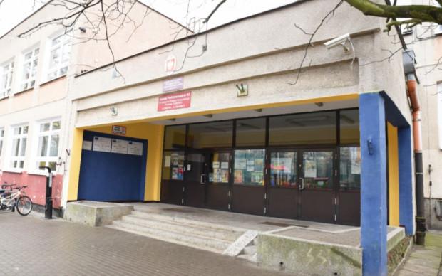 Jedną z placówek wytypowanych do zmiany wizerunku poprzez ocieplenie jest Zespół Kształcenia Podstawowego i Gimnazjalnego nr 13 przy ul. Startowej.