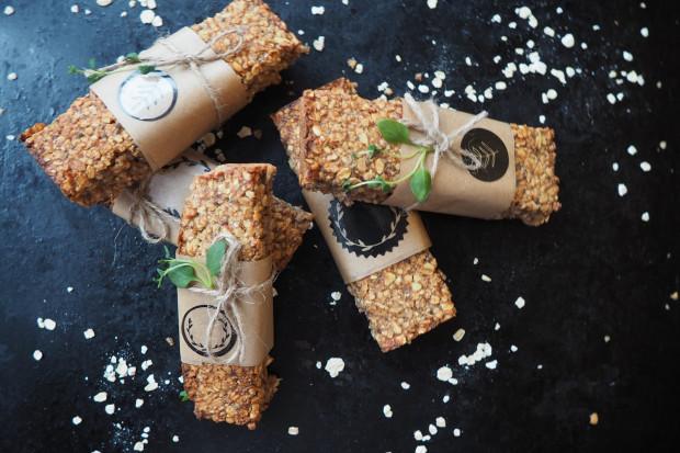Nie każdy bezglutenowy produkt jest zdrowszy niż jego pszenny odpowiednik. Czasami słodycze bezglutenowe mają w składzie więcej cukru, a nawet sztuczne dodatki do żywności.