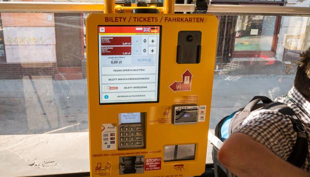 Biletomat w łódzkim tramwaju. W Trójmieście tylko jeden skład SKM wyposażony jest w podobne udogodnienie.