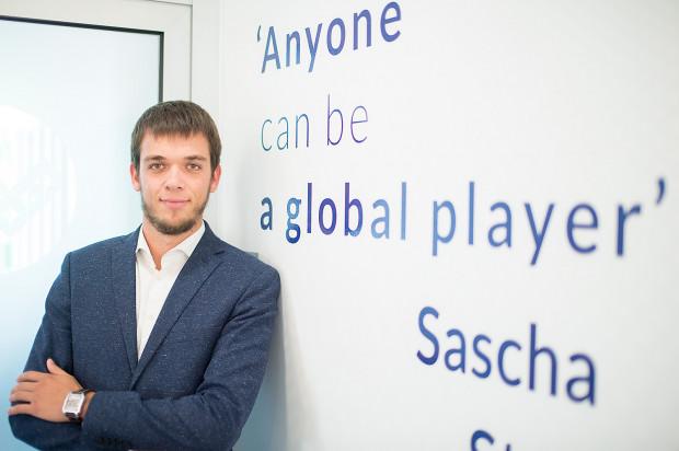 Sascha Stockem jest nie tylko założycielem i-webbiz, ale też sklepów odzieżowych Stokki.