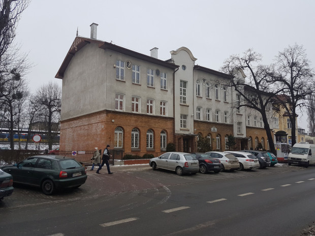 ZSH ma siedzibę w budynku przy ul. Kościuszki. Po przenosinach uczniowie i nauczyciele musieliby dojeżdżać na Kamienny Potok.