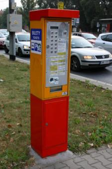 Wrocławskie automaty stoją są na zdecydowanej większości przystanków, a obecnie są wymieniane na nowocześniejsze urządzenia.