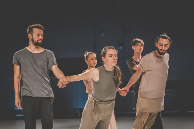 Tancerze większość układów tańczą wspólnie w duetach i tercetach, mają jednak chwilę by zaprezentować solo. Na zdjęciu od lewej: Jakub Truszkowski, Katarzyna Ustowska, Anna Steller, Katarzyna Chmielewska i Piotr Stanek.