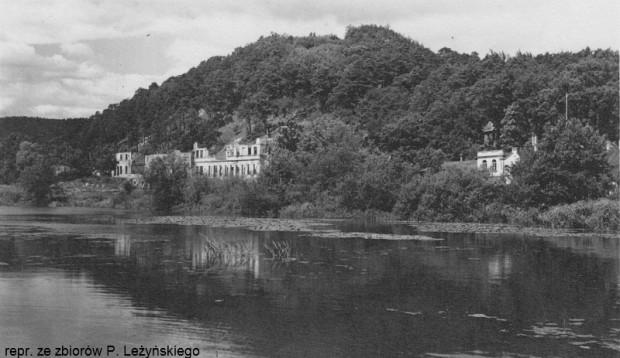 Ruina hotelu, który spłonął w marcu 1945 r., kiedy do Oliwy wkroczyła Armia Czerwona.