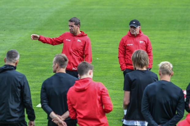 Tak już wcześniej wyglądały treningi Lechii Gdańsk: Adam Owen (z lewej) i Piotr Nowak (z prawej)