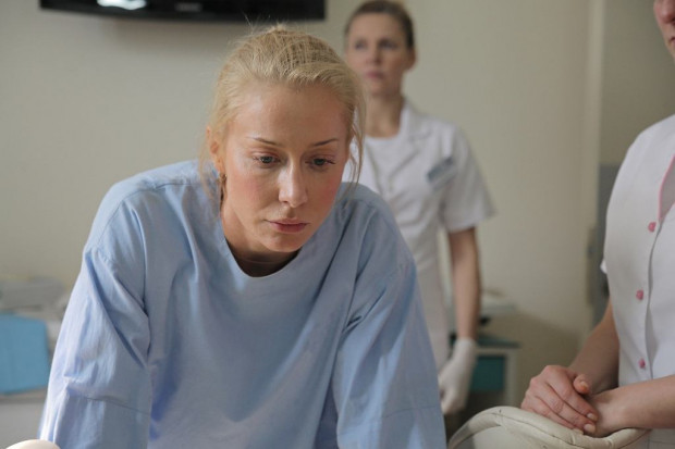 Bohaterkami filmy są cztery kobiety, których losy przeplatają się na szpitalnych korytarzach. Największy potencjał prezentuje postać Katarzyny Warnke, która wciela się w ginekolog parającą się aborcjami.