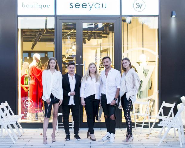 W czasie spotkania w seeyou mieliśmy okazję zapoznać się z projektami duetu Thecadess.  Od lewej: Adrianna (Malva Models), Radek Rociński, Ewelina Jabłońska, Piotr Sałata, Adelajda (Malva Models)