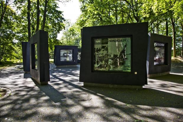 Wystawa plenerowa na Westerplatte.
