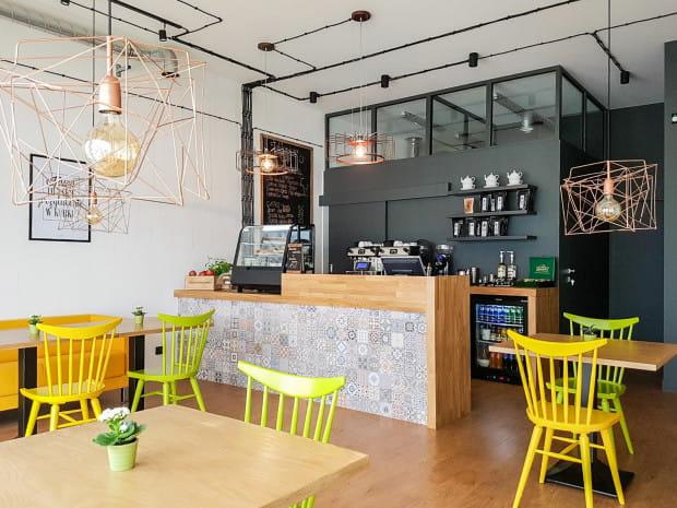 Jabłoniowa Cafe to kameralna i rodzinna restauracyjka z nowoczesną kuchnią.