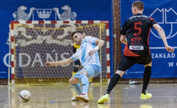 Mikołaj Kreft postanowił połączyć futsal z piłką nożną na plaży, gdzie gra w drużynie Boca Gdańsk.