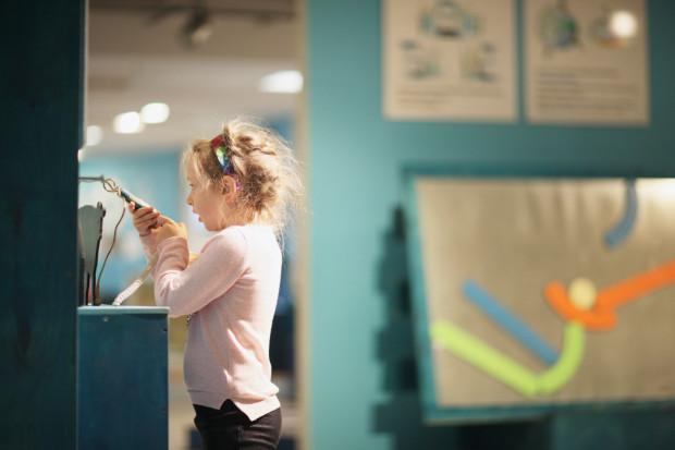 W ten weekend szykuje się wiele ciekawych wydarzeń dla rodzin. Będzie można zbudować robota, odkrywać tajemnice kosmosu i rozwiązywać zagadki w muzeum.