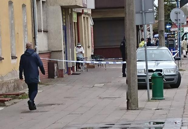 Przestępcy napadli na kantor znajdujący się nieopodal dworca w Chyloni.