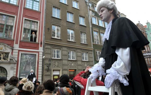 Choć nie zachował się żaden wizerunek Jana Uphagena, jego postać jest odgrywana przy okazji różnych miejskich imprez. Na zdjęciu pozdrawia zgromadzonych z okna swojego domu.