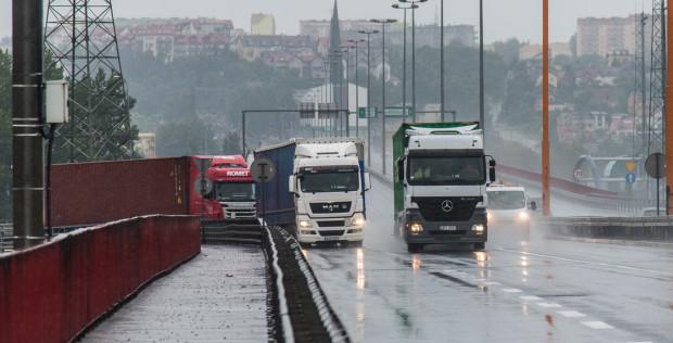 Z gdyńskiego portu codziennie wyjeżdża 5 tysięcy ciężarówek. Estakada Kwiatkowskiego nie jest przygotowana na takie obciążenie.