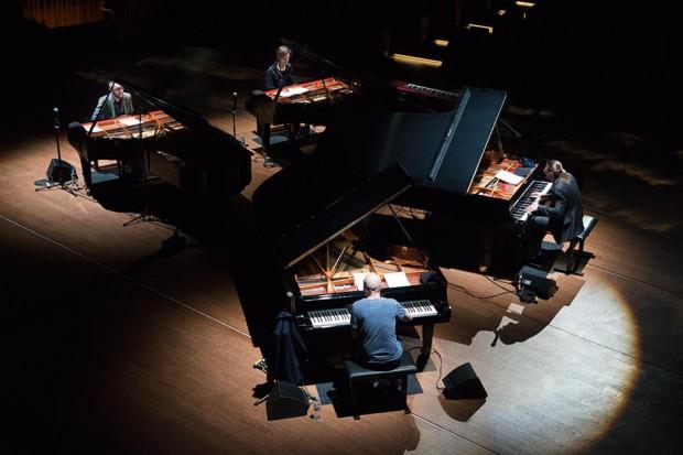 We wtorek 14 listopada na scenie Filharmonii Bałtyckiej wspólnie wystąpi aż czterech znakomitych pianistów: Leszek Możdżer, Marcin Wasilewski, Paweł Kaczmarczyk i Piotr Orzechowski.