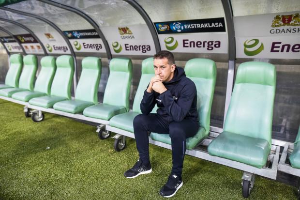 W derbach w Gdyni tak trener Adam Owen (na zdjęciu) jak i piłkarze Lechii Gdańsk zagrają nie tylko o 3 punkty, ale także o odzyskanie zaufania kibiców.