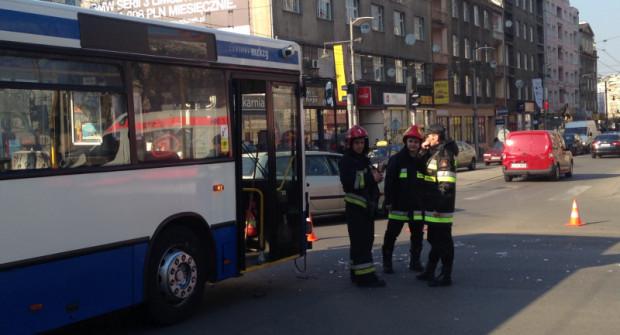 Do wypadków z udziałem pojazdów komunikacji publicznej rzadko dochodzi z winy kierowcy autobusu czy trolejbusu, ale i zawodowym kierowcom zdarza się łamać przepisy.
