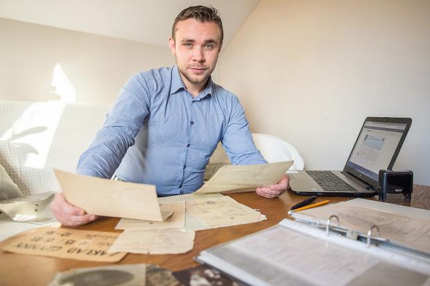 """""""Genealogia to dla mnie nie tyle biznes, co raczej pasja"""" - zapewnia Kamil Jankowski."""