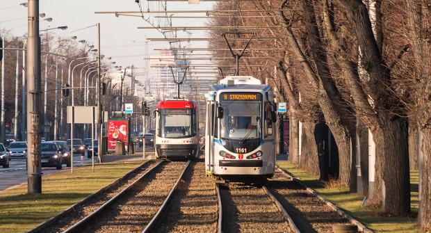 Tylko na jednej podróży tramwajem, autobusem lub trolejbusem możemy zaoszczędzić 20 groszy, wybierając bilet telefoniczny zamiast papierowego odpowiednika ZTM Gdańsk lub ZKM Gdynia.