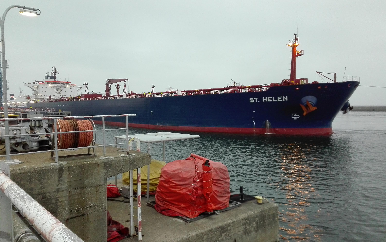 Первый танкер с американской нефтью вошел в Гданьский порт