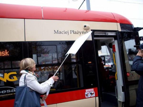 Maciej Płażyński jest patronem tramwaju o numerze bocznym 1041.