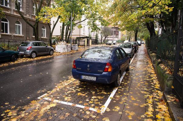 Rozlewania się stref płatnego parkowania na kolejne dzielnice nie da się zatrzymać. Doszło już do tego, że mieszkańcy sami proszą urzędników, by ci objęli poborem opłat ich ulice.