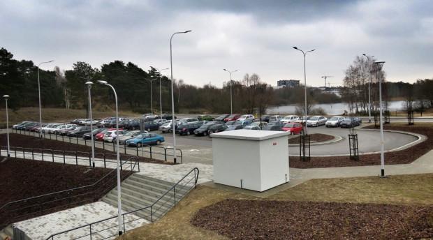 Parkingi przy PKM i innych węzłach przesiadkowych już teraz są zbyt małe i brakuje na nich wolnych miejsc.