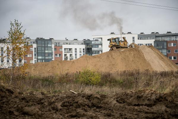 Dotychczasowa miejska działka przy ul. Myśliwskiej z dnia na dzień zamieniła się w plac budowy.
