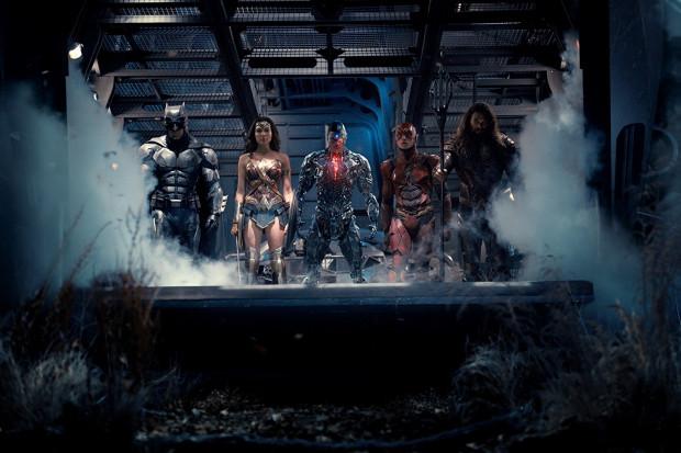 Batman, Wonder Woman, Cyborg, Flash i Aquaman łączą siły w walce ze Steppenwolfem - przybyszem z innego świata, który na Ziemi ma rachunki do wyrównania.