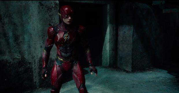 """Ezra Miller, czyli ekranowy Flash, to z pewnością jeden z największych wygranych """"Ligi Sprawiedliwości"""". Takiego luzu, humoru i energii brakowało w dotychczasowych ekranizacjach komiksów DC."""