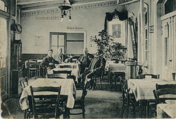 Wnętrza restauracji Prinzess Viktoria, w tle wejście do sali bilardowej, między ok. 1912- 1914 (zbiory Krzysztofa Gryndera)