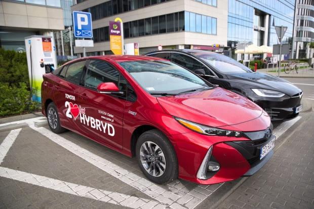 Gdańsk najchętniej premiuje właścicieli aut elektrycznych i hybryd typu plug-in, natomiast najmniej profitów oferuje Gdynia.