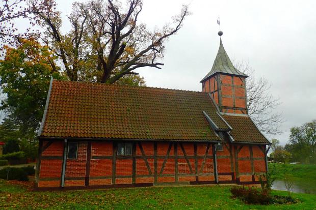 XVI w. szachulcowy kościół pw. Wniebowzięcia Najświętszej Marii Panny we Wróblewie.