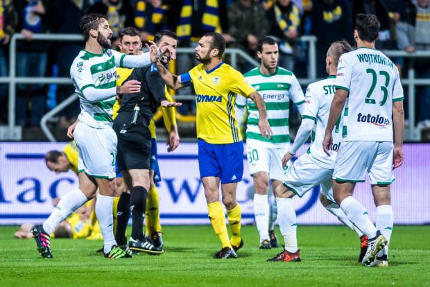Powiększenia ekstraklasy przed wakacjami nie będzie. Zarówno piłkarze Arki Gdynia jak i Lechii Gdańsk muszą wyprzedzić w tabeli po dwóch rywali, by w sezonie 2018/19 ponownie były derby Trójmiasta w krajowej elicie.