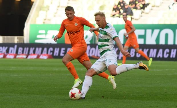 Daniel Łukasik jest pewniakiem w składzie trenera Adama Owena. Odkąd pomocnik trafił do Lechii, tak silnej pozycji jeszcze nie miał.