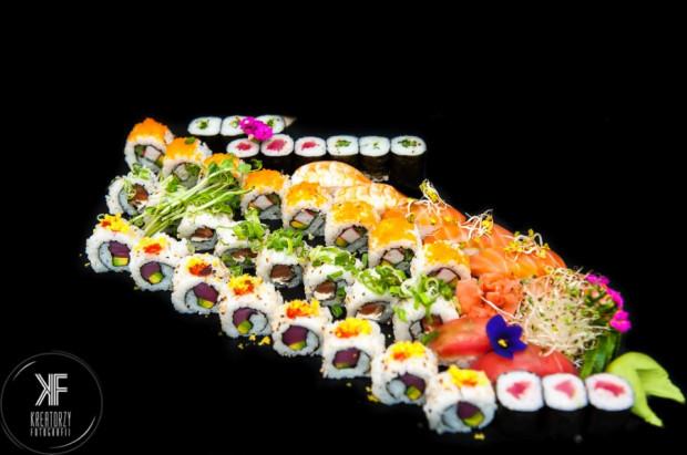 Sushi to dobry pomysł na prezent. Sprawdzi się też na wigilijnym stole i imprezie sylwestrowej.