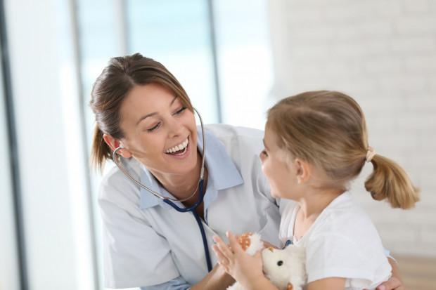 Startup oferuje wizyty lekarzy pierwszego kontaktu, pediatrów, ale też specjalistów.